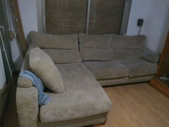 REGALO Sofa tres plazas con chaise longue