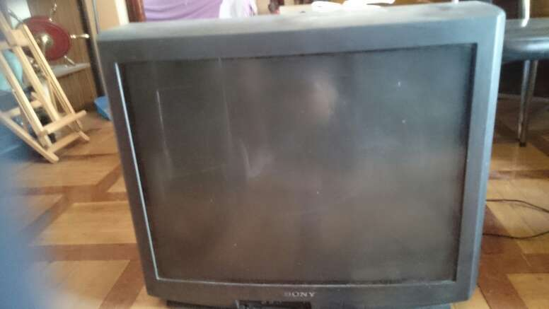 REGALO tv Sony de tubo grande