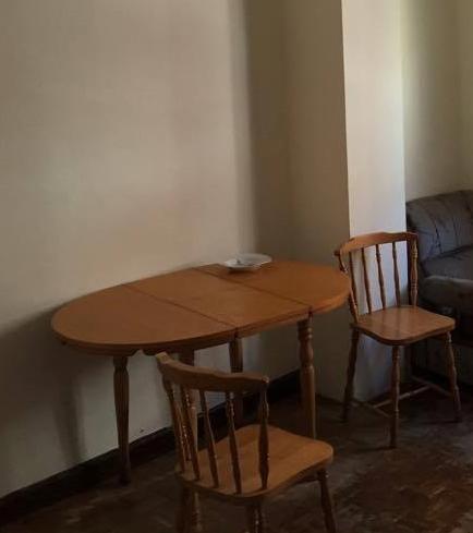 REGALO Se Regala Mesa De Comedor Con 3 Sillas, 2 Sillones Y Una Estantería