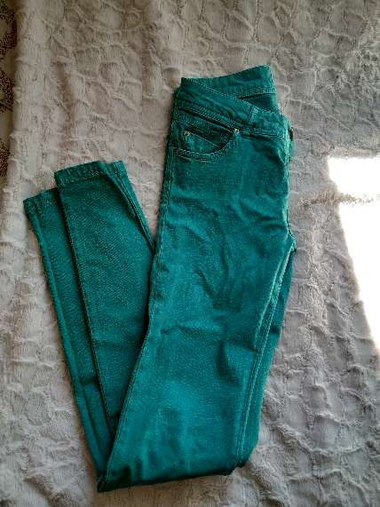 REGALO Pantalón verde Pull and Bear