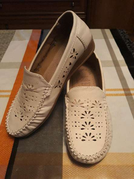 REGALO Mocasines blancos