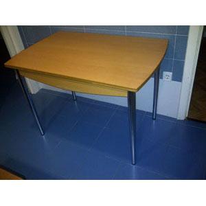 mesa/escritorio blanca y silla oficina